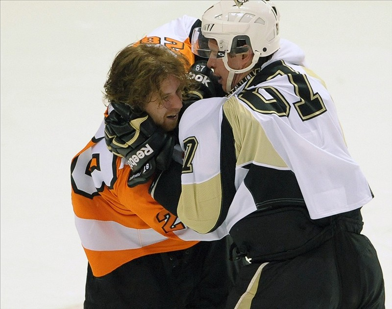 Claude Giroux did a fabulous job of throwing Sidney Crosby off his game when these two met in the first round of 2011-2012 playoffs. (Eric Hartline-US PRESSWIRE)