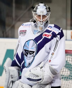 Curry as a member of the Hamburg Freezers of the DEL in Germany. (der boche/Flickr Creative Commons)