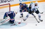 Intensive battling in from of Metallurg's goal