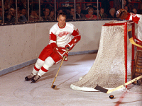 Gordie Howe in action