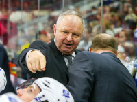 Toronto Maple Leafs head coach Randy Carlyle (Photo Credit: Andy Martin Jr)